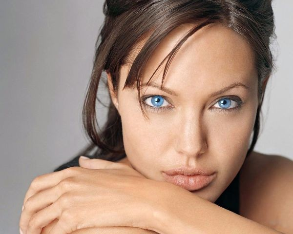Angelina-Jolie-Eyes1