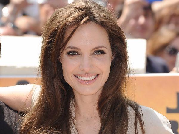 Angelina-jolie-smile2179
