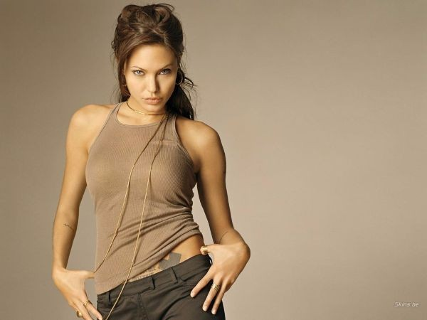 Hot-Angelina-Jolie-2